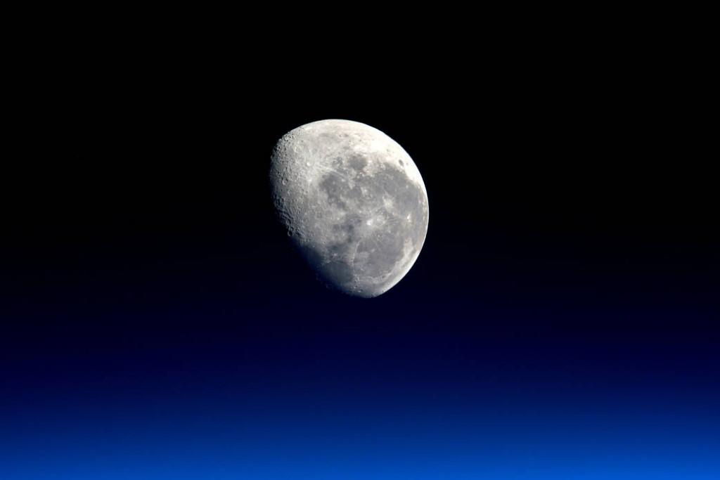 moonset-peake